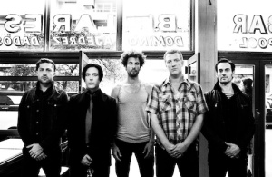 Queens_Of_The_Stone_Age_2013_Promo_Shot